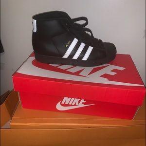 Shoe. SiZe 5.5 kids